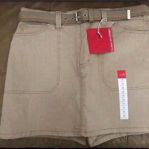 SKORTS Skirt with shorts NWT Gloria Vanderbilt 12